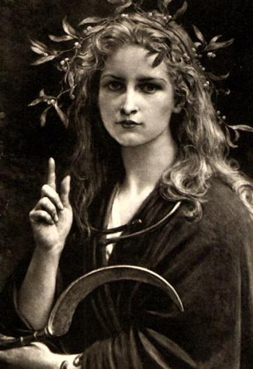 Risultati immagini per donne druide