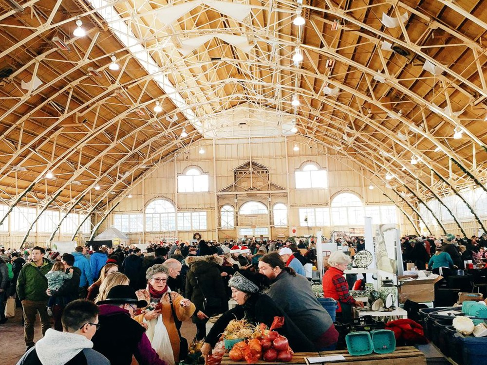 Crowd of people shopping and eating under a dome ceiling