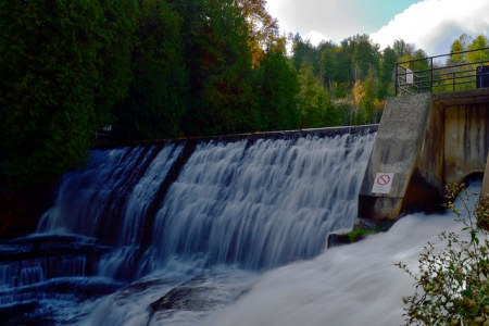 The rushing water over the dam.