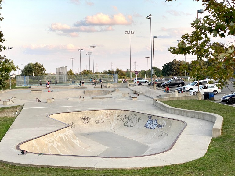 Mississauga Iceland skateapark from the hill overlooking the entire park