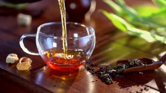 بحث علمي :شرب الشاي يحمي من مرض الزهايمر