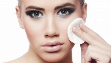 مواد طبيعية لإزالة المكياج تمنح بشرتك إشراقة و نظارة و حيوية