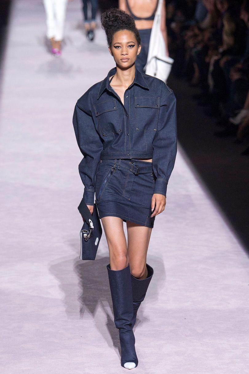 أسبوع الموضة : جيجي حديد وكيندال جينر يتألقن بعرض أزياء المصمم العالمي توم فورد