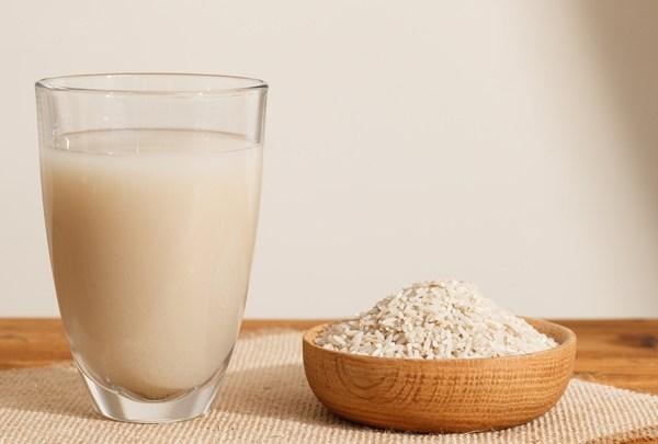 ماء الأرز فوائد مدهشة للشعر والبشرة تعوضك عن مستحضرات التجميل