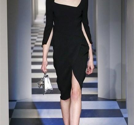 موضة الفستان ذو اللون الأسود من الصيحات التي تناسب جميع المناسب لشتاء 2018