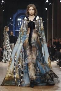 عرض أزياء مجموعة الملابس الجاهزة لشتاء 2018 من ألبيرتا فيريتي