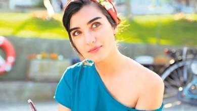 النجمة التركية توبا بويوكوستون تتشاجر مع والدتها بسبب حبيبها الجديد