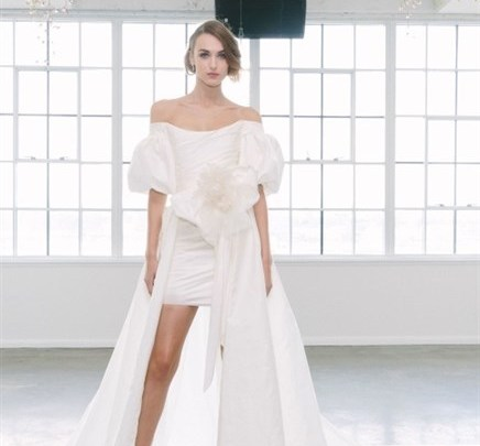 الفستان الأبيض لحفل الزفاف هو أفضل خيار لثيمات الزفاف