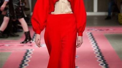 السروال الأحمر والاطلالة اليومية الساحرة مع أجمل التصاميم المبتكرة