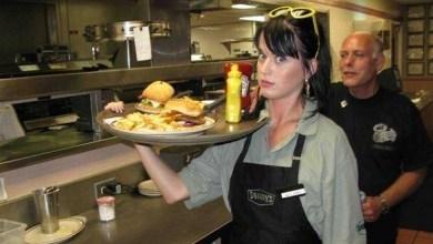 مطعم امريكي يستفيد من كيتي بيري