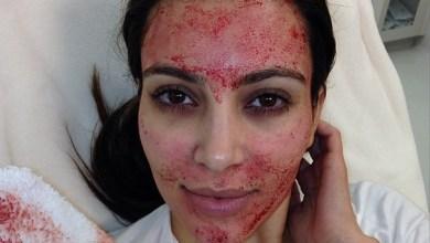 كيم كرداشيان تضع الدم على وجهها