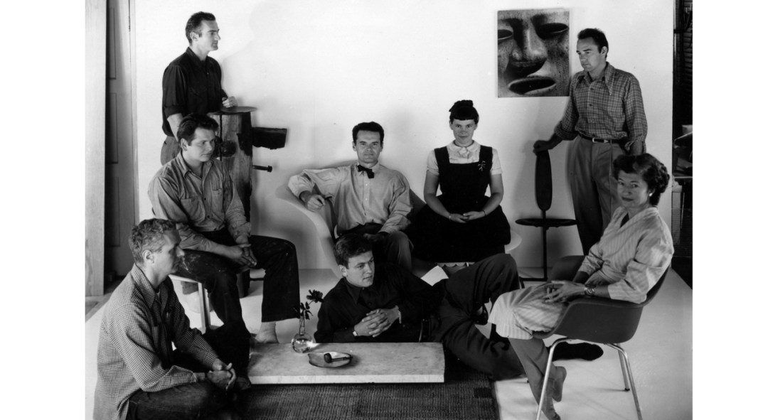 An Eames Celebration. Foto del personal en la Eames Office. ©Eames Office LLC