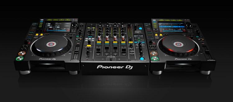 Pioneer-Nexus2000-2-CDJs-and-DJM