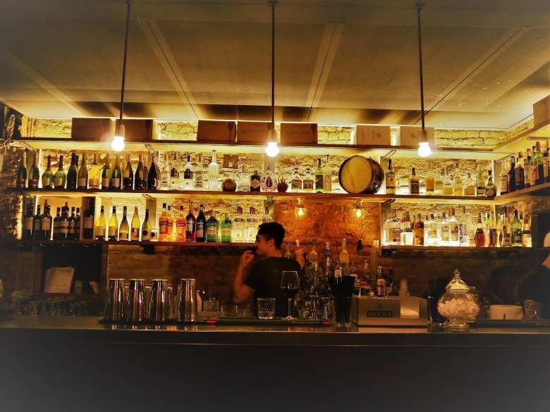 ZOG bar Milan canal