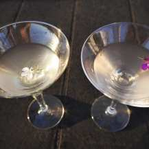 making martini cocktails