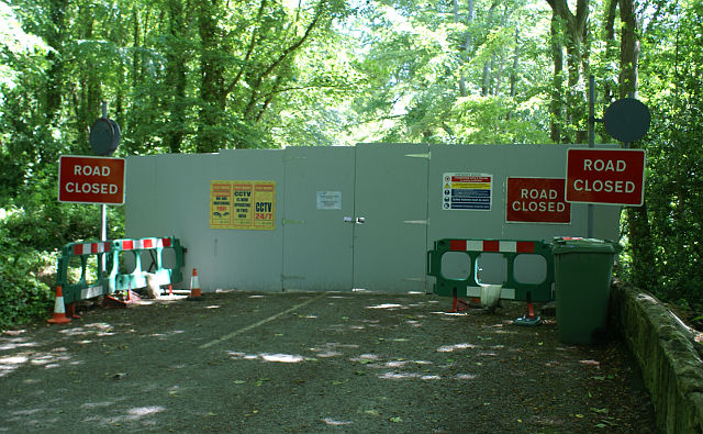 New Undercliff hoardings - 9 June 2014