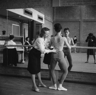 Maria Austria (1963 ) Natalia Orlovskaya teaches Dutch Ballet, photographer Maria Austria is seen in the mirror.