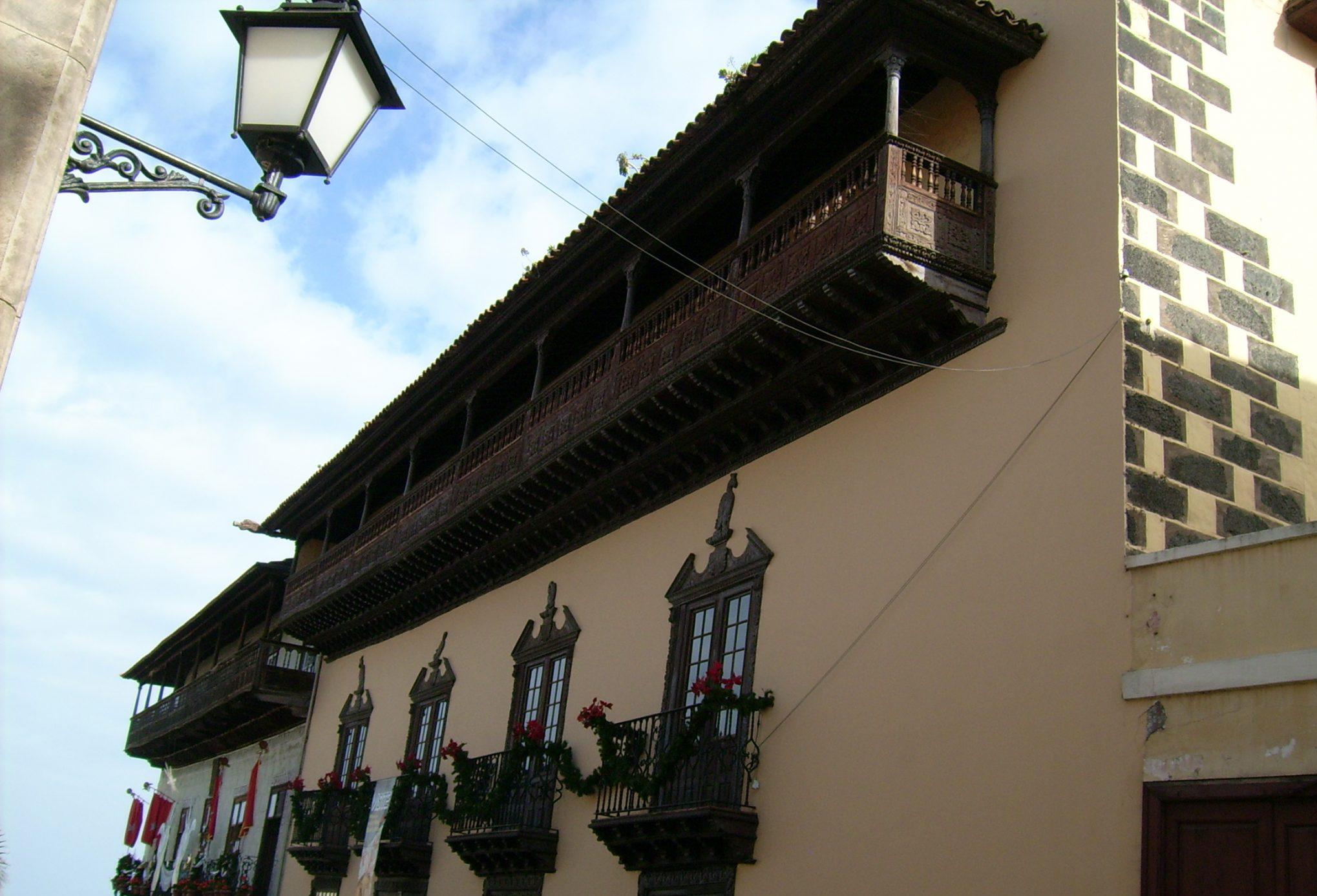 beim Haus der Balkone