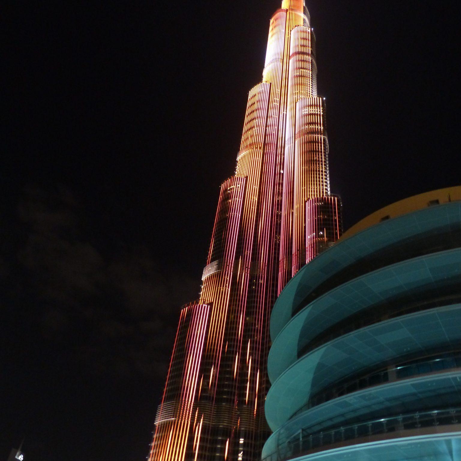 Burj Khalifa Beleutet Dubai