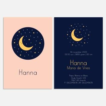 Dit roze en donkerblauwe geboortekaartje is klassiek door de goudkleurige maan en sterren. Een mooie sterrenhemel.