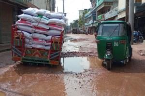 শিবগঞ্জ-মহাস্থান রাস্তার বেহাল দশা : সংস্কারের উদ্যোগ নেই কর্তৃপক্ষের
