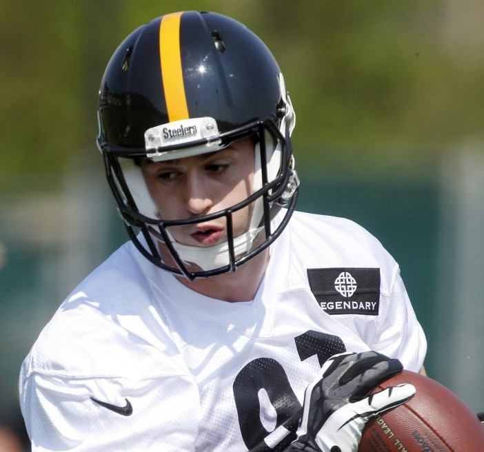 Jesse James catches a pass during Pittsburgh Steelers rookie mini-camp. (Associated Press)
