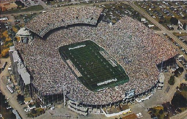 In 1991, an upper deck was dded to the North end zone increasing capacity to 93,967