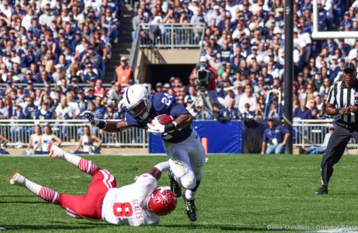 Nick Scott breaks a tackle to rush for 35 yards early in the first quarter