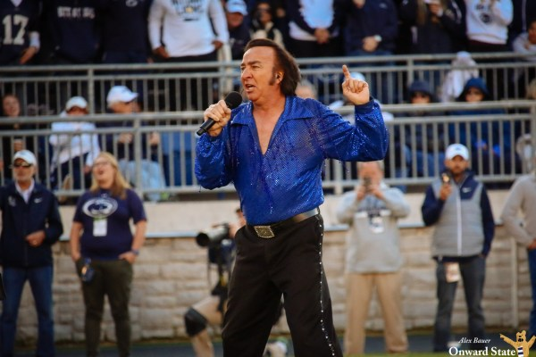 Twitter Reacts To Neil Diamond Impersonator In Beaver ...