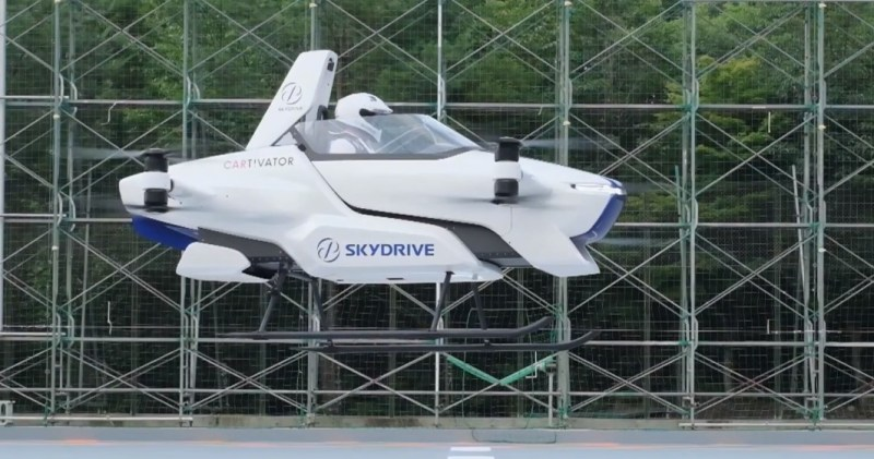 Flying-car-with-a-man-onboard-in-air-OnwayMechanic