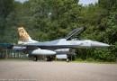 F-16 met jubileumstaart onthuld
