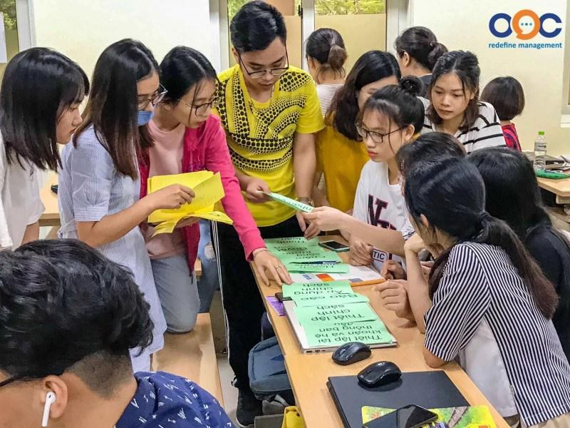 Sinh viên tham gia thảo luận nhóm trong buổi đào tạo lương 3P
