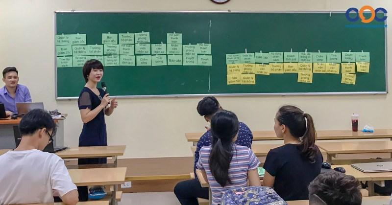CEO công ty Giải pháp Công nghệ OOC - Bà Vũ Thi Thanh Hằng trực tiếp giảng dạy