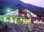 大船渡のいわて景観賞受賞施設「游YOU亭夏虫」と夏虫山、大窪山の絶景