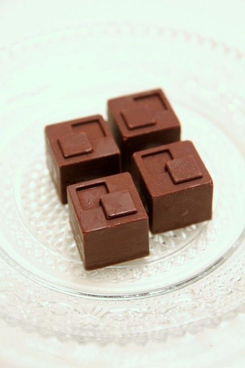 איך מטמפררים שוקולד + מתכון לפרלינים תוצרת בית