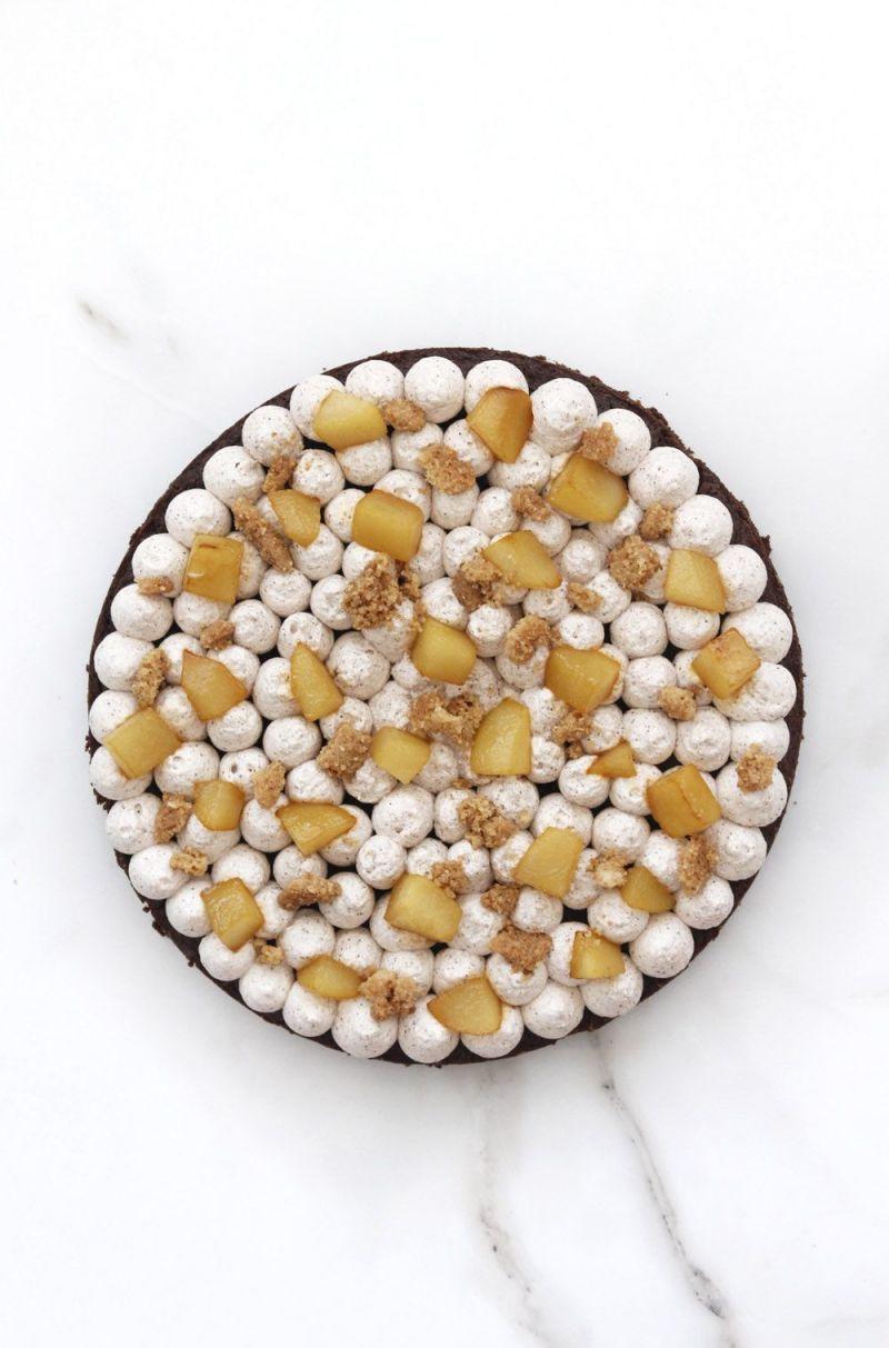 עוגת בראוניז קינמון עם אגסים וקראמבל
