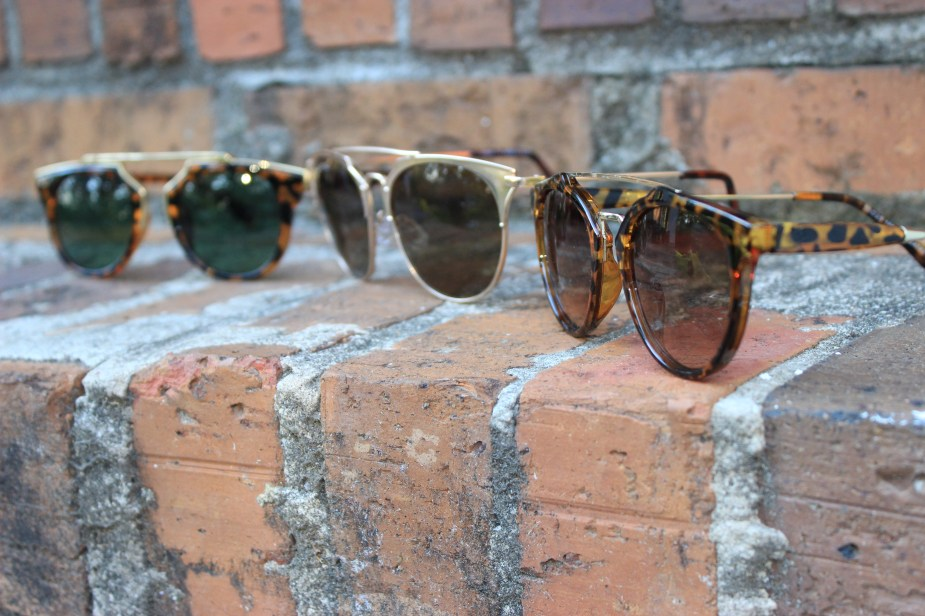 Style-Guide-Summer-Sunglasses-Summer-Sunglass-trends-2016-mirror-tinted-sunglasses-mirrored-ombre-effect-lenses-aviator-trend-2016-cat-eye-frame-sunglasses-2016-round-frame-sunglass-trend-thick-square-frame-sunglasses-Oohlalablog-24