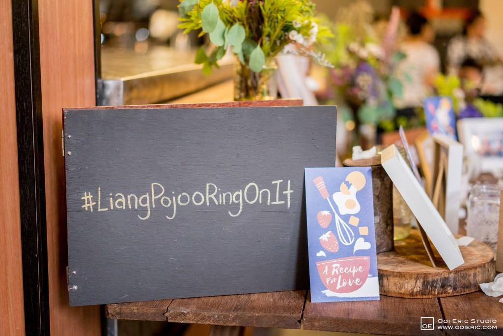 Liang-Pojoo-LiangPojooRingOnIt-Whup-Whup-Restaurant-Cafe-Couple-Portrait-Prewedding-Pre-Wedding-Ceremony-Day-Engagement-Photography-Photographer-Malaysia-Kuala-Lumpur-Ooi-Eric-Studio-14