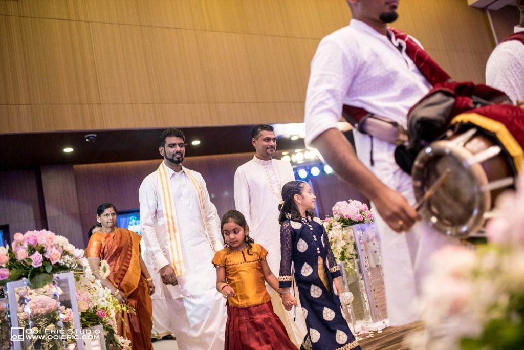 Satya-Priyya-Indian-Hindu-Wedding-Kuala-Lumpur-Malayisa-Singapore-Glasshouse-Sim-Darby-Convention-Center-St-Regis-Ceremony-ROM-Sangget-Nalangu-Ooi-Eric-Studio-35