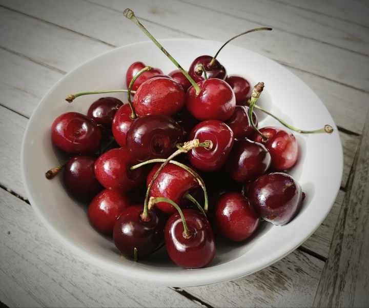 berries bowl cherries close up