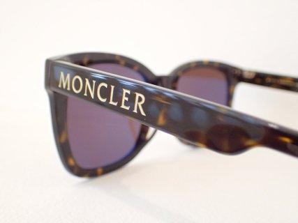 モンクレール「ML0113K」ビッグロゴが新鮮なウェリントンサングラス