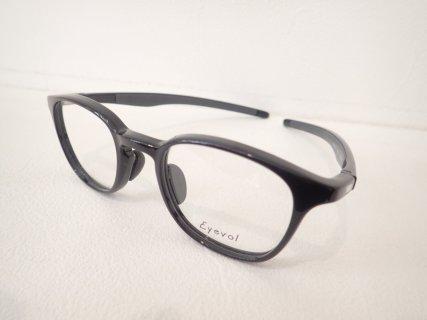 スポーツ時のみならず日常使いもできる眼鏡フレーム|Eyevol(アイヴォル)「Frakes」