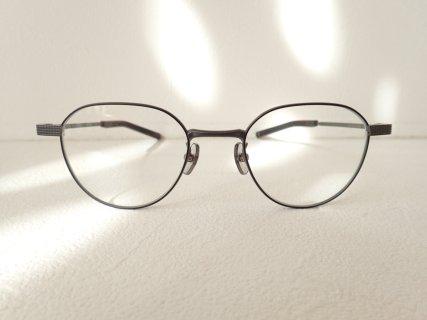 スッキリとした知的な眼鏡フレームです。|999.9(フォーナインズ)「S-691T」