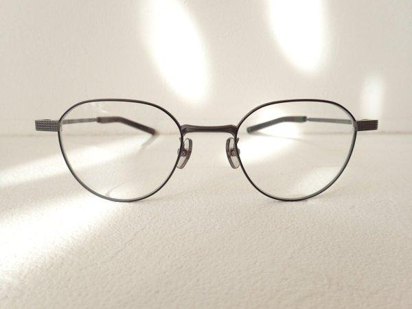 スッキリとした知的な眼鏡フレームです。 999.9(フォーナインズ)「S-691T」-999.9