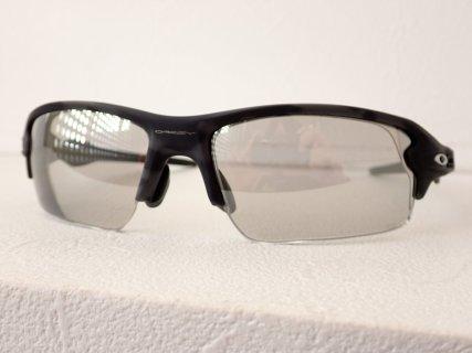 OAKLEY(オークリー) お客様注文分の度入り調光レンズスポーツサングラス