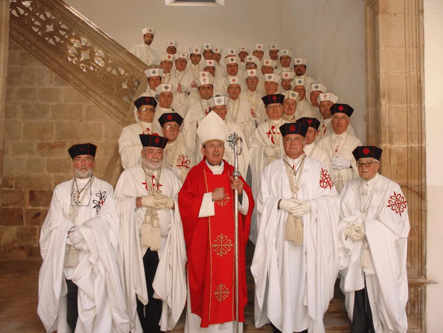 D. Antonio Algora, ademas de ser Obispo de Ciudad Real, es Prior de las Ordenes Militares y actua como tal. En la imagen en el cruzamiento de caballeros de las Ordenes Militares en Almagro en octubre de 2008