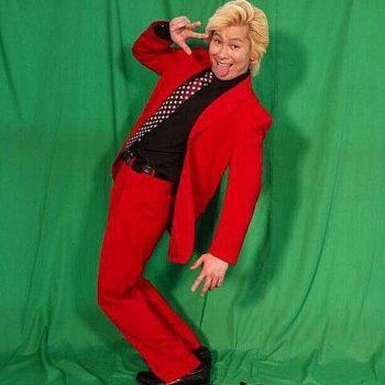 カズレーザー赤金スーツ