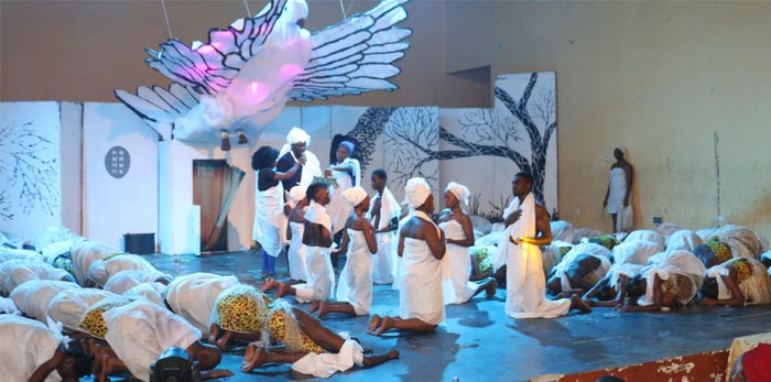 Students-of-Performing-Arts-on-stage-oou-