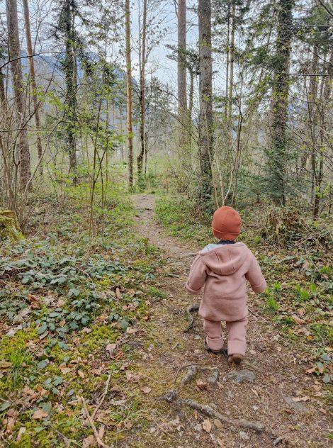 Spiel-Ideen für den Wald mit Kleinkindern