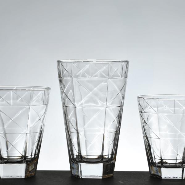 Καθημερινά ποτήρια νερού--χυμού- ουίσκι, από 12,00 η εξάδα2